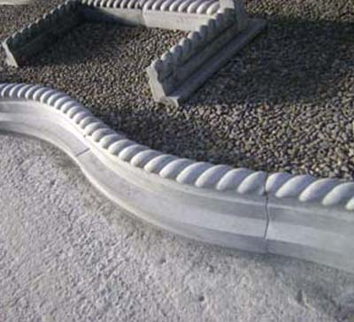 Curved and roped kerb with corner piecesRoped kerb with corner pieces