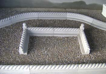Roped kerb with corner pieces