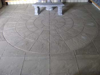 Large 5 ring centre piece riven 2x2 paving slab