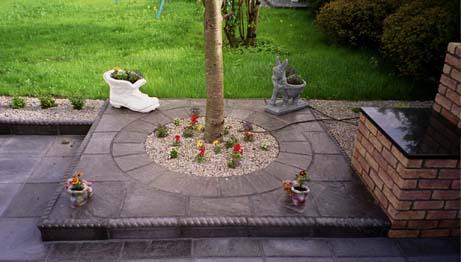 Riven slate with circular slabs